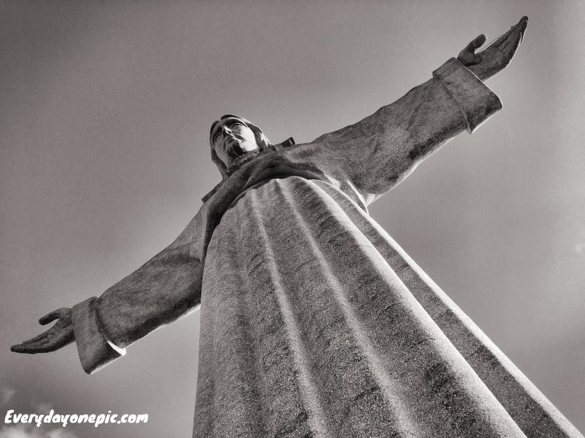 La statut du Christ qui fait face à Lisbonne