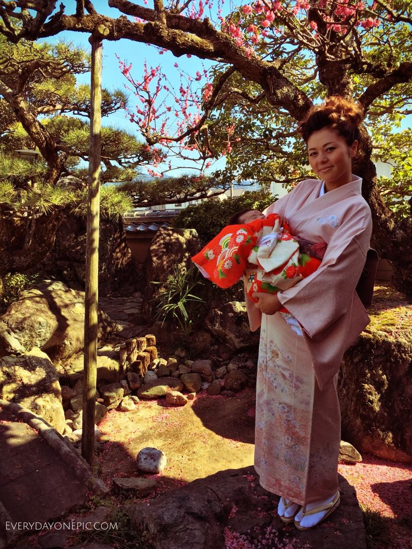Mon épouse et notre petite Maya en Kimono