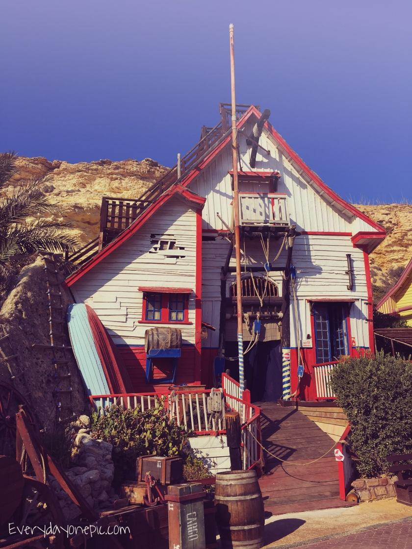 Une des maisons du Popeye Village à Malte