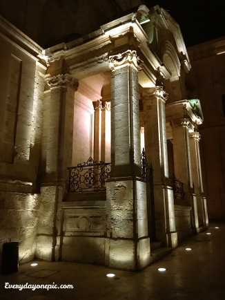 Un des nombreux monuments de La Valette