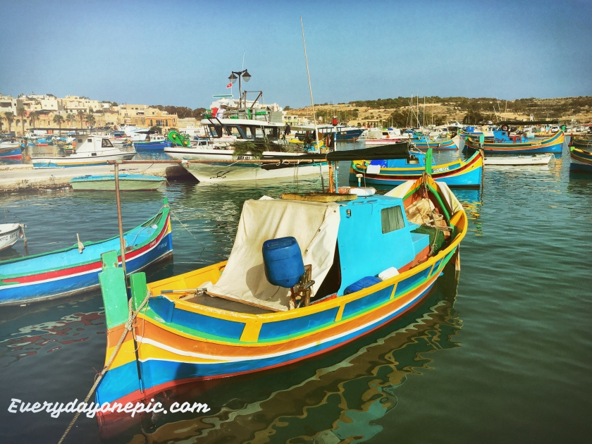 """Une des nombreuses """"barques"""" du port de Marsaxlokk"""